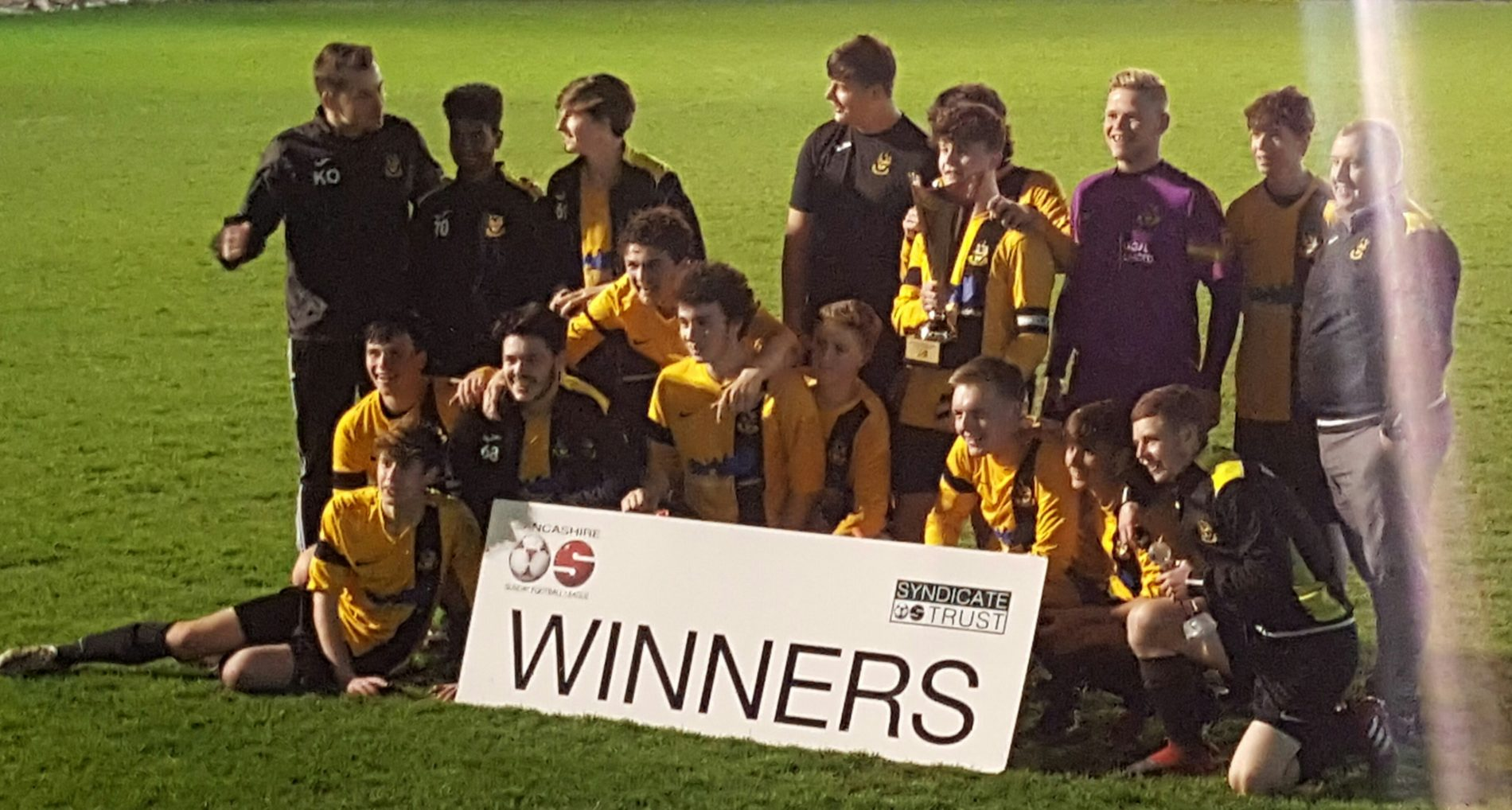 Under 17s win Syndicate Trophy